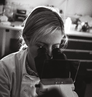 Dr Lianne Davis